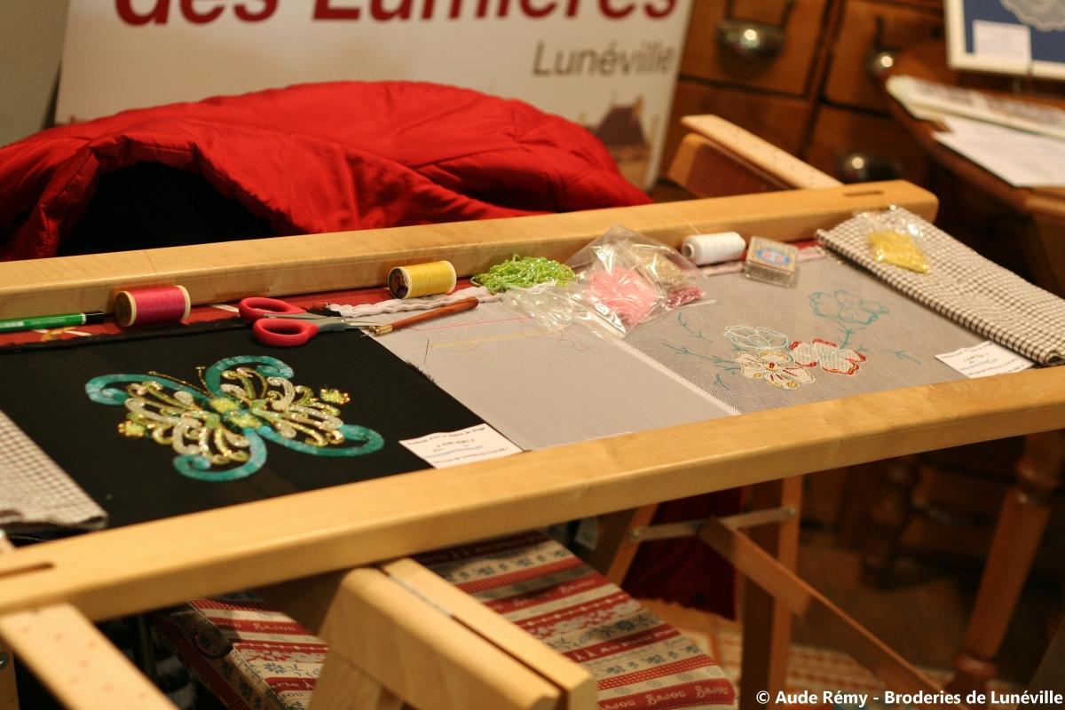 atelier exceptionnel de broderies lun ville chez sajou. Black Bedroom Furniture Sets. Home Design Ideas